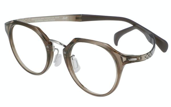 リラックスアットホームシリーズの眼鏡は、寝ながら読書をしても壊れにくいようにした