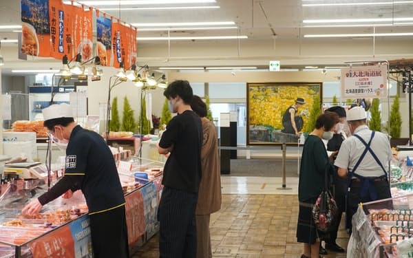 岡山高島屋では9月に宣言が明け、客足は持ち直しつつある(22日、岡山市)