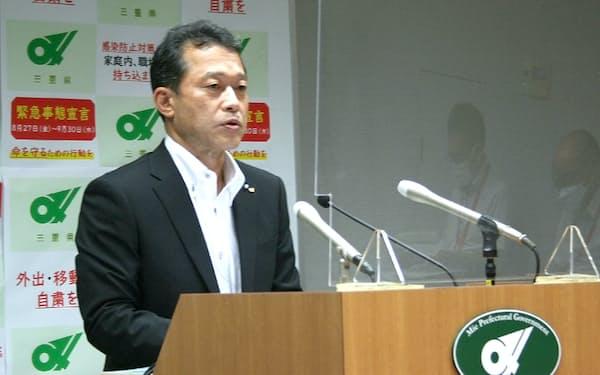 記者会見で国体の延期断念を発表する一見勝之知事(22日)