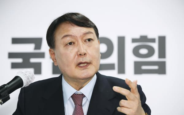 22日、外交安保分野の大統領選公約を発表する韓国の尹錫悦前検察総長=聯合・共同