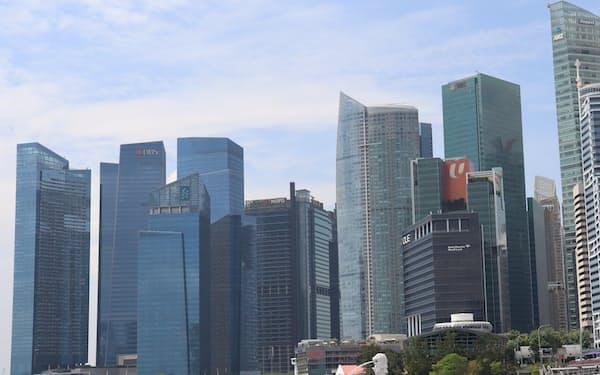 アジアで新事業を模索する日本企業は増えているが……(シンガポールのビル群)