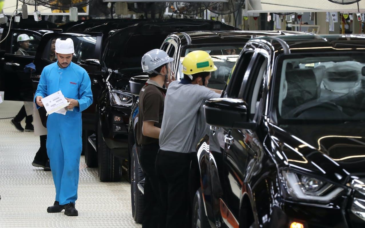 生産台数は7カ月ぶりに前年実績を下回った(2019年、タイ東部チャチュンサオ県にあるいすゞ自動車の工場)=石井理恵撮影