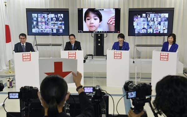 自民党総裁選のオンライン討論会に臨む(左から)河野、岸田、高市、野田の各氏(23日、党本部)