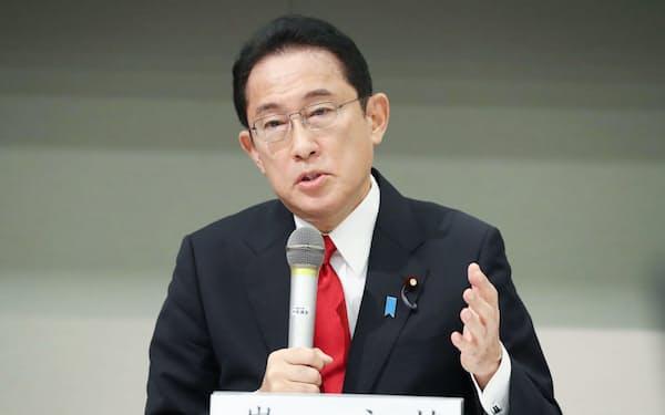 自民党の討論会で発言する岸田文雄氏(22日午前、国会内)