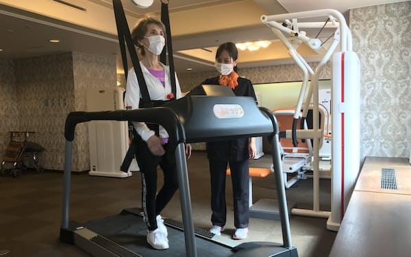リーガロイヤルホテル(大阪市)に宿泊しながら運動機能訓練を受けられる