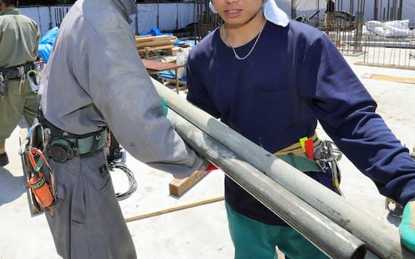 建設現場で働く技能実習生