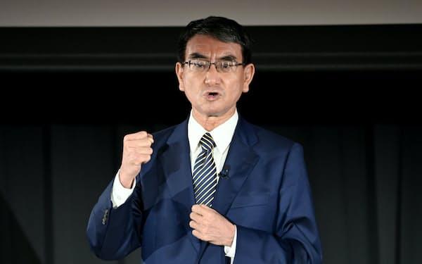 選挙対策本部の拡大選対会議で、支持を訴える河野太郎氏(24日、国会内)