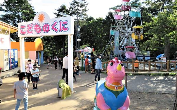 レトロな遊園地、函館公園こどものくにには、現役では国内最古の観覧車がある(右奥)