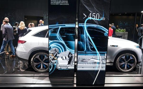 電気自動車(EV)が普及すれば、いずれ使用済みリチウムイオン電池が大量に出てくる。リユース(再利用)されるものもあるが、最終的にはリサイクルすることになる。欧州連合(EU)は域内の電池サプライチェーンの構築にリサイクルを活用する構想を描く(出所:ダイムラー)