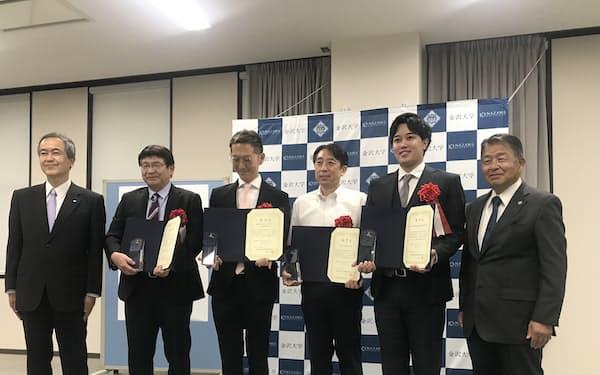 金沢大初の「認定ベンチャー」として、4社が称号を授与された