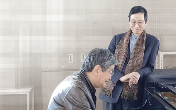 有機化学者の中村氏(右)と古楽器奏者の渡邊氏は中学・高校の同級生