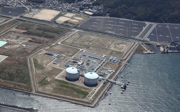 都市ガスを作るひびきLNG基地(北九州市)