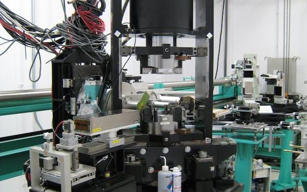 高圧合成器を使って鉄とアルミニウムから吸蔵合金を製造した=量研機構提供