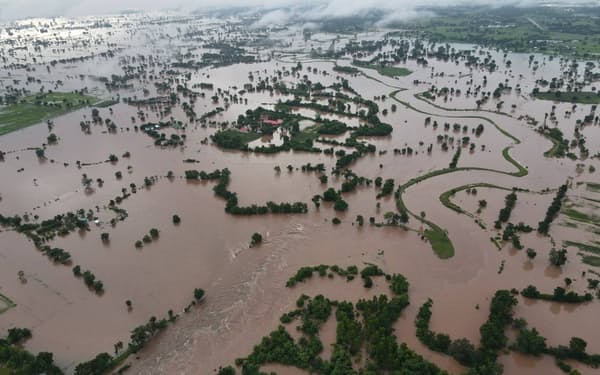 タイでは9月から洪水被害が相次ぐ(9月27日、タイ東北部ナコンラチャシマ県)=タイ災害防止軽減局提供