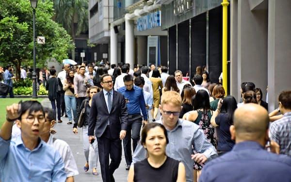 シンガポールは専門職向けの外国人のビザの取得要件も厳しくしている