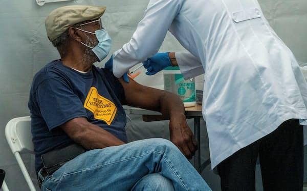ニューヨーク州の医療機関は、ワクチン接種の義務付けに伴い人手不足に直面している=ロイター