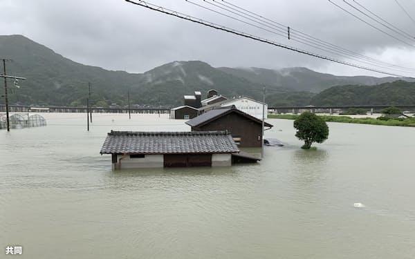 8月の豪雨で水没した民家など(佐賀県武雄市橘町)=同市提供、共同