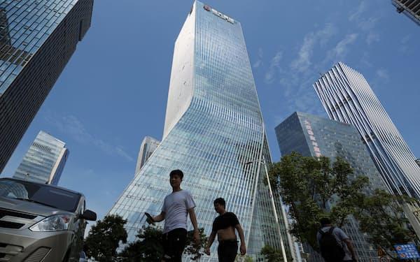 広東州深圳にある中国恒大集団の本社。世界最大規模の負債を抱え債務不履行の危機に直面する=ロイター
