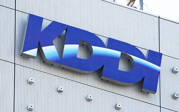 KDDIと富士通は携帯電話向け5Gとローカル5Gを組み合わせたサービスを提供する