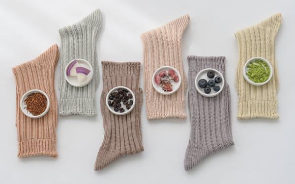 アツギは食品廃棄物を染料として使った靴下を発売した(原料はイメージ)