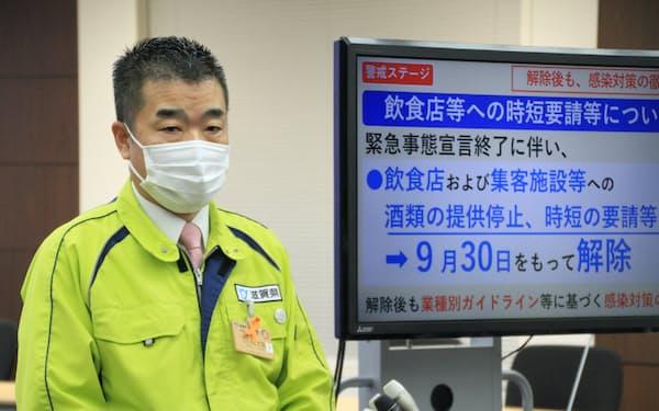 飲食店への対応を発表する滋賀県の三日月大造知事(28日、滋賀県庁)