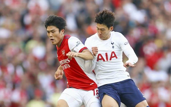 アーセナルに移籍した日本代表の冨安㊧は名門クラブで出場機会を得ている=ゲッティ共同