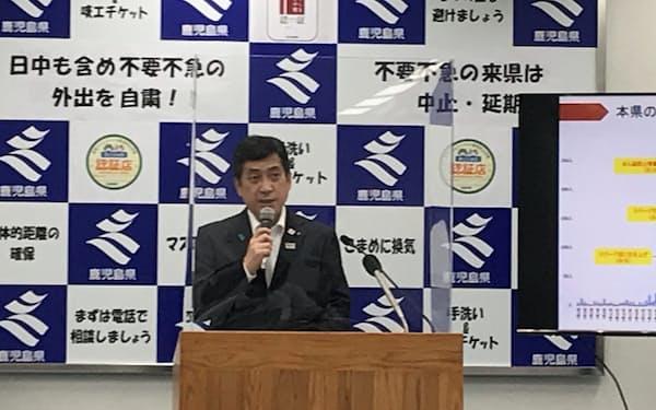 記者会見する、鹿児島県の塩田知事(28日、県庁)