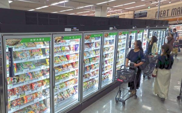 スーパーに並ぶ様々な種類の冷凍食品。コロナ下で普段使いも定着した(神奈川県茅ケ崎市のイオン茅ケ崎中央店)