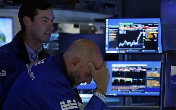 大型ハイテク株を中心に売りが先行した(28日、ニューヨーク証券取引所)=AP