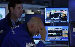 大型ハイテク株を中心に売りが先行した(29日、ニューヨーク証券取引所)=AP