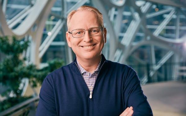 インタビューに応じた米アマゾン・ドット・コムのデイブ・リンプ上級副社長