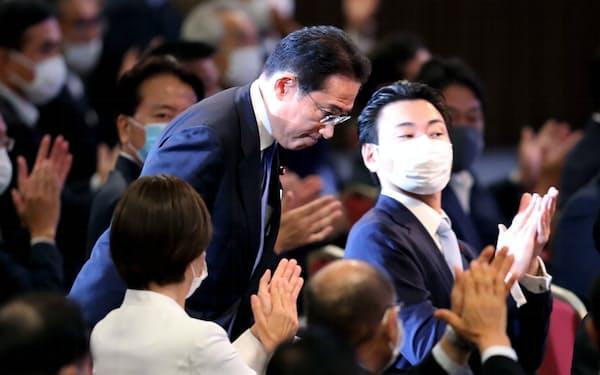 自民党の新総裁に選出された岸田文雄氏(29日、東京都港区)