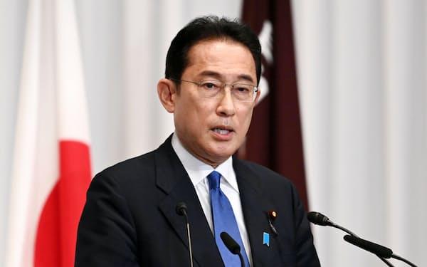 記者会見する自民党の岸田新総裁(29日、自民党本部)