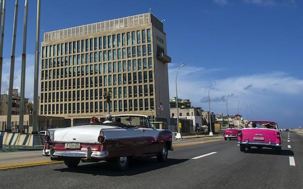 キューバ・ハバナにある米国大使館の職員らが聴覚障害などを訴えていた=AP