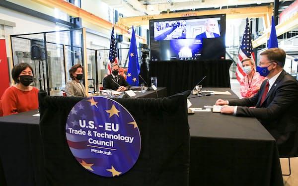 米EUの閣僚が29日、米ピッツバーグで貿易・ハイテクの協力を議論した=ロイター