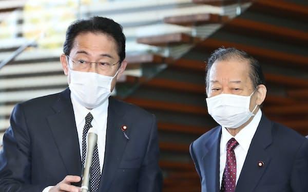 自民党の岸田氏㊧と二階氏