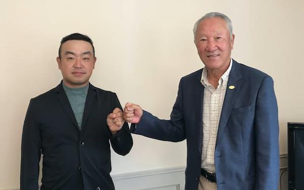 互いに協力して男子ツアー発展に尽力する時松選手会長㊧と青木JGTO会長