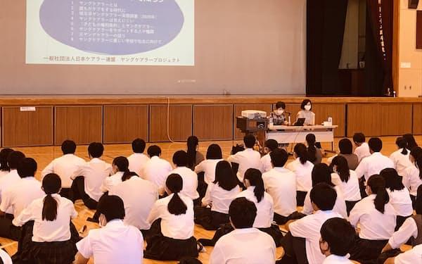 埼玉県教委が高校生対象に実施した「ヤングケアラーサポートクラス」(7月、埼玉県草加市の県立草加西高校)