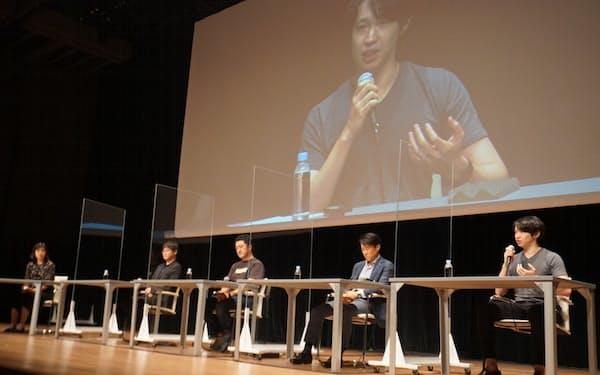 LayerXの松本勇気代表(右端)らがスタートアップの役割について議論した(30日午後、都内)