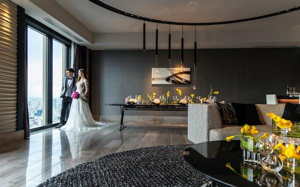 コンラッド大阪が8月から提案する「ペントハウススイート挙式」の会場は39階のスイートルーム