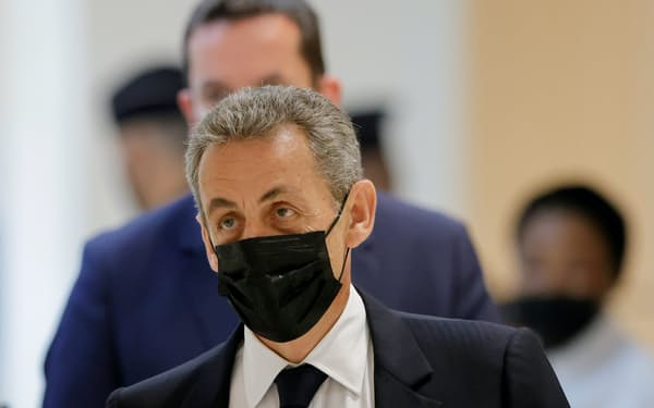 フランスのサルコジ元大統領(6月、パリでの出廷時)=ロイター