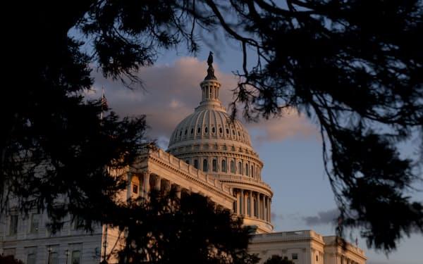 会計年度末の9月30日、米議会はつなぎ予算を可決し、政府閉鎖を回避した=AP