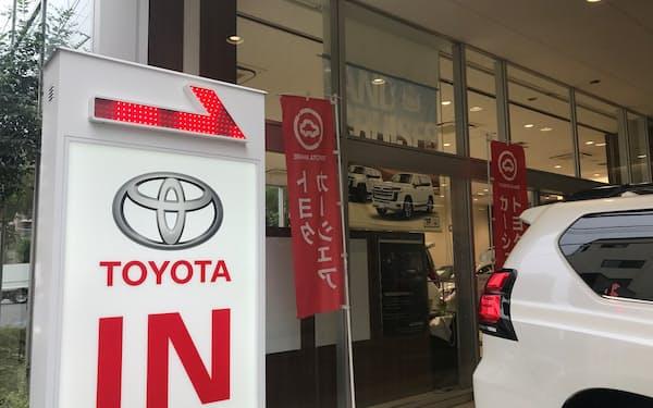 トヨタ自動車の登録車の販売が減少に転じるのは2020年9月以来1年ぶりだ(都内の販売店)