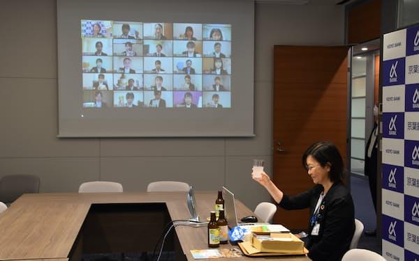 京葉銀行は県産品を内定者に配布し、オンラインで懇親会を開いた