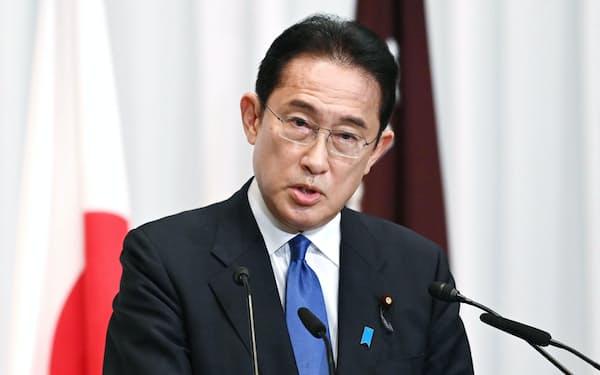 記者会見する自民党の岸田新総裁(9月29日、自民党本部)