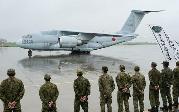 アフガニスタンの邦人らの退避支援を終え、帰国したC2輸送機(3日午前、航空自衛隊入間基地)