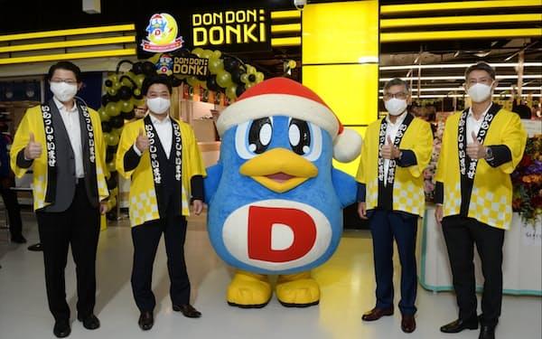 バンコク郊外に開店した「ドンドンドンキ」3号店(1日、バンコク)