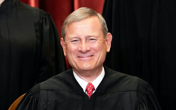 米連邦最高裁のロバーツ長官=ロイター