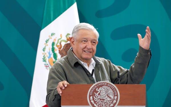 国営企業を優遇する法案について説明するロペスオブラドール大統領(1日)=ロイター