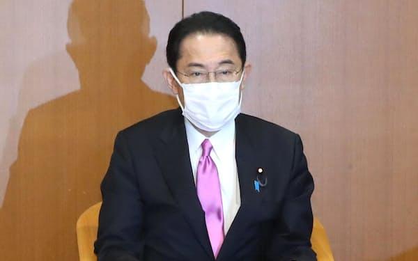 初めての役員会に臨んだ自民党の岸田総裁(1日、党本部)
